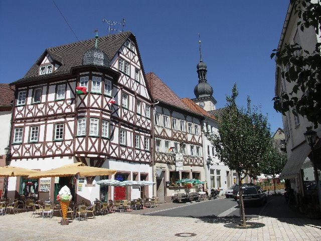 Fasten-Wandern im Lieblichen Taubertal, bei Würzburg. Main. Rothenburg